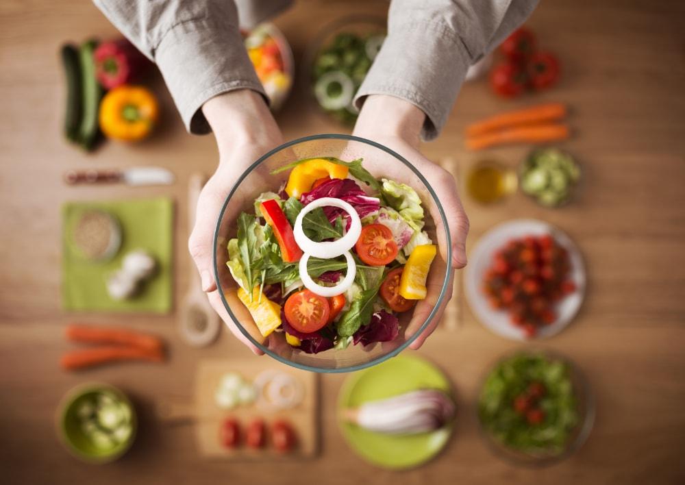 Frischer Rohkost-Salat